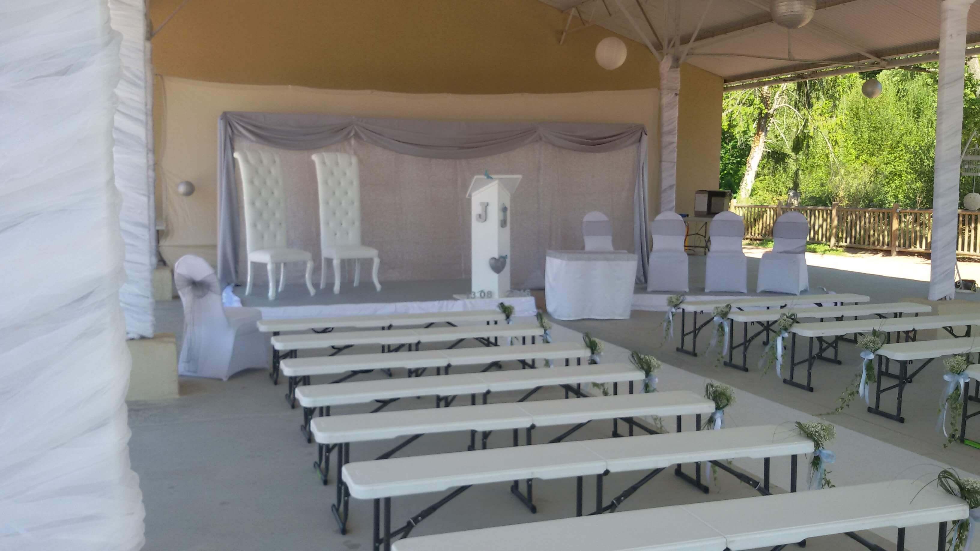 Salle de L'étang : Barnum pour Célébration Laïque