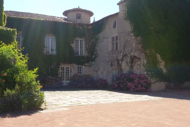 Cour intérieur Château de Montrouge été 2017